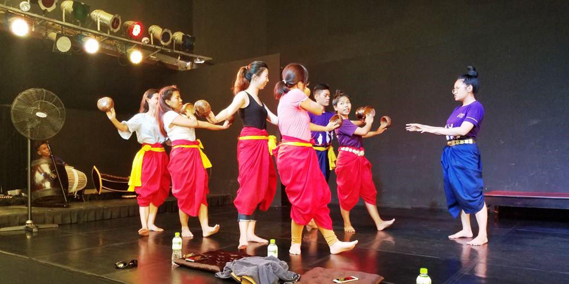 Workshop Seni Tradisional dan An Iconic Bar